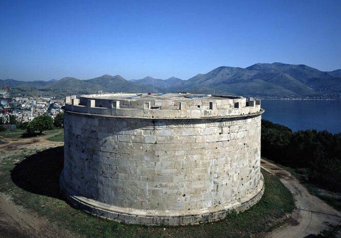 Cosa visitare a Gaeta: Mausoleo Lucio Munazio Planco